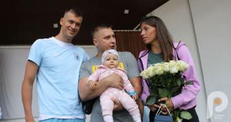 По-родинному тепло і щиро олімпійці Олег Омельчук і Михайло Романчук поспілкувалися з рівнянами