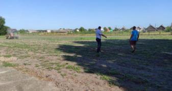У Скулині облаштовують газон для футбольного поля