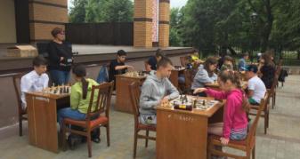 У Ковелі під відкритим небом відбувся турнір з класичних шахів