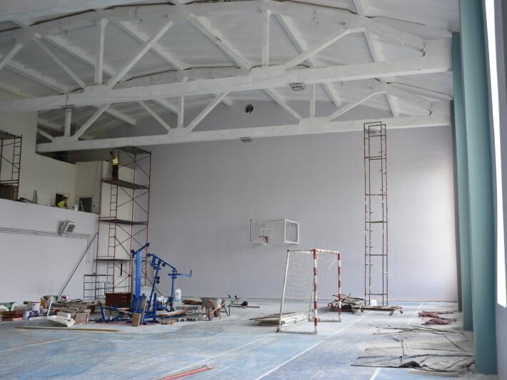 Як ремонтують дитячу спортивну школу №3 у Луцьку