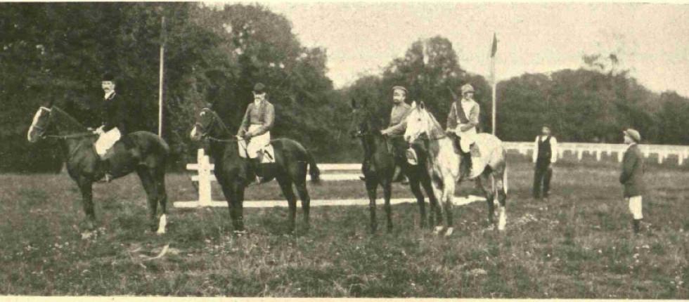 Спортсмени перед мисливським забігом. Зліва на право: князь Адам Любомирський, Даховський, Якубовський та Зелінський
