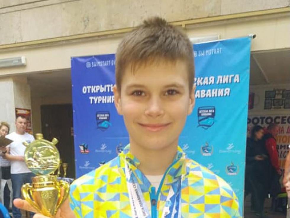 Спортсмен Марк Антоник привіз чотири медалі та кубок з третього етапу міжнародного турніру «Дитяча ліга плавання», який проходив у Республіці Білорусь