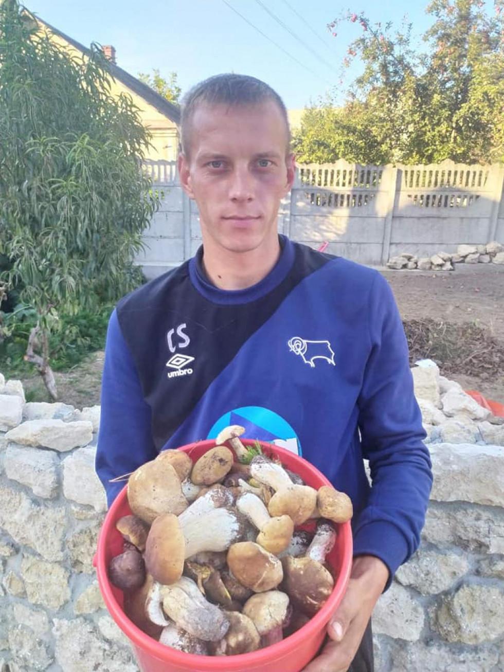 Сергій Непомнящий, найкращий бомбардир Рівненщини (ІІ ліга), захоплюється тихим полюванням